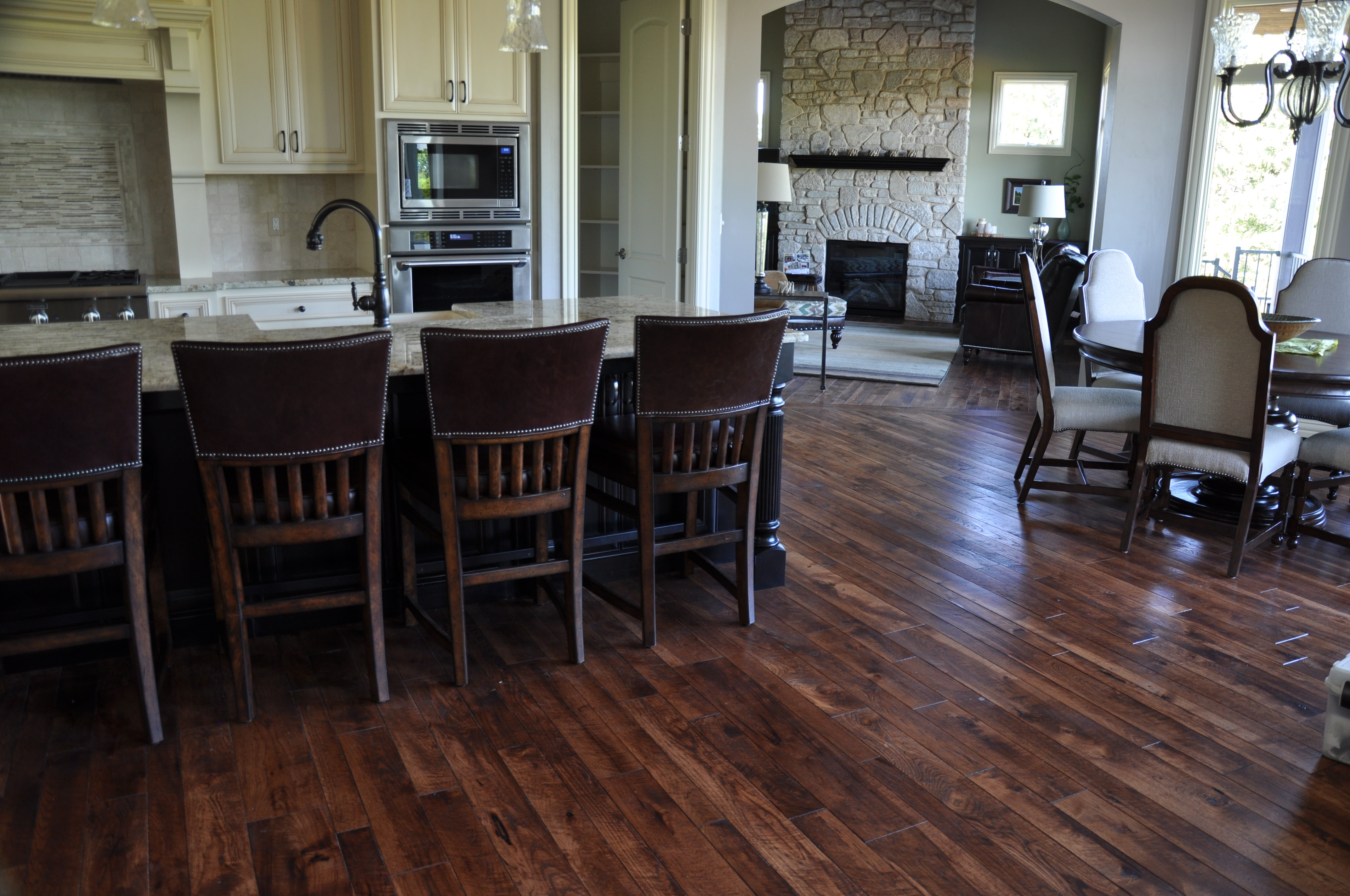 Hickory_Rustic%20Skip%20Sawn%20Mbevel_%20Stain_CG301313_2