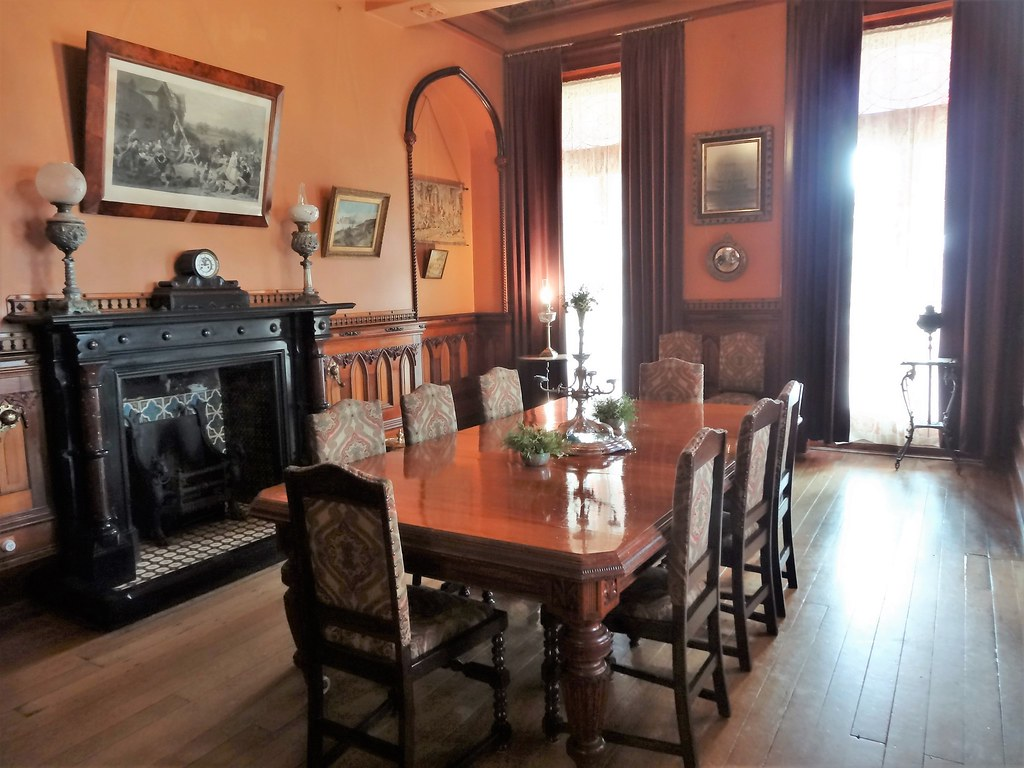 formal dining room inline photo